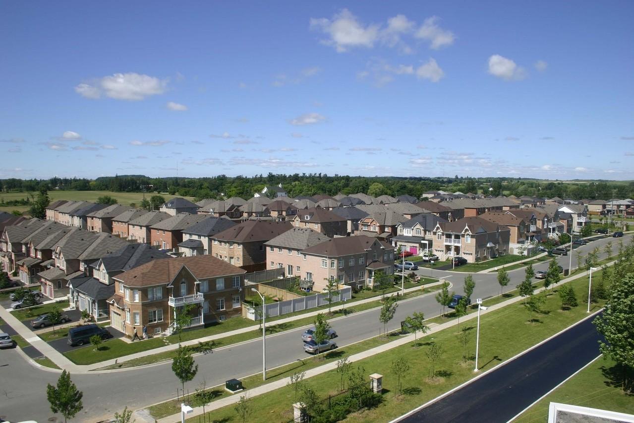 suburbia-1525722-1279x852
